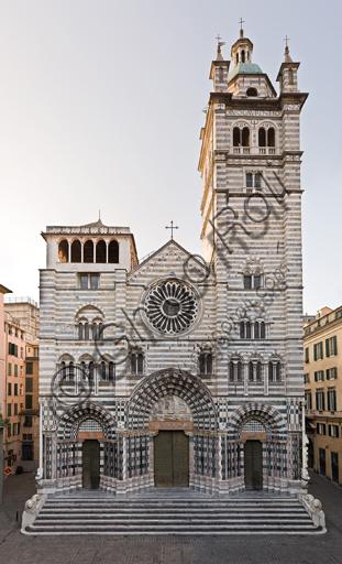 Genova, Duomo (Cattedrale di S. Lorenzo), lato ovest: la facciata.