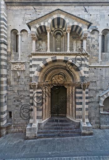 Genova, Duomo (Cattedrale di S. Lorenzo), lato sud: il portale di San Gottardo (1155 - 1160).