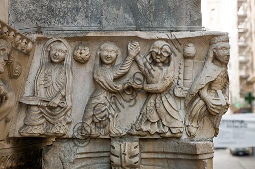 """Genova, Duomo (Cattedrale di S. Lorenzo), lato sud, portale di San Gottardo (1155 - 1160), protiro, capitello di destra, pulvino: """"Dalila e due danzatrici""""  di maestranza pisano - lucchese, """"primo maestro"""" e """"primo aiuto"""" del portale di S Gottardo."""