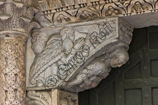 """Genova, Duomo (Cattedrale di S. Lorenzo), lato sud, portale di San Gottardo (1155 - 1160),  stipite di sinistra, mensola: """"Giacobbe benedetto dall'Angelo o Annuncio ai pastori"""",  di  """"primo maestro"""" e """"secondo maestro"""" del portale di S Gottardo."""