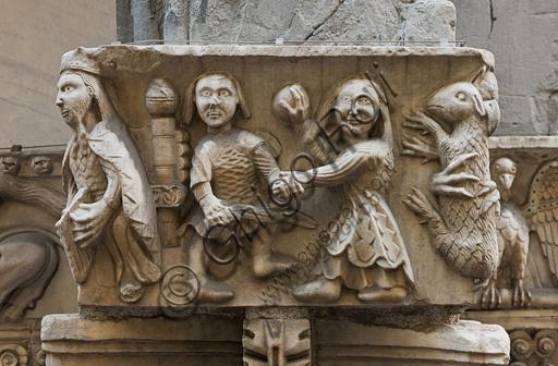 """Genova, Duomo (Cattedrale di S. Lorenzo), lato sud, portale di San Gottardo (1155 - 1160), protiro, capitello di destra, pulvino: """"Davide"""" (?) di maestranza pisano - lucchese, """"primo maestro"""" e """"primo aiuto"""" del portale di S Gottardo."""