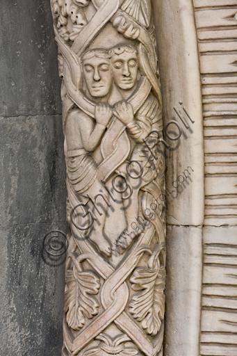 """Genova, Duomo (Cattedrale di S. Lorenzo), lato sud, portale di San Gottardo (1155 - 1160), lunetta, fascia esterna:  """"Personaggi affrontati"""", di maestranze lombardo-emiliane, """"secondo maestro"""" del portale di S. Gottardo."""