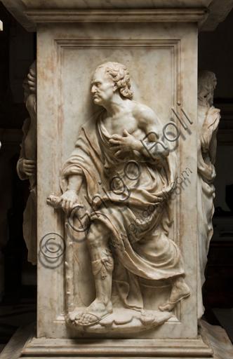 Genova, Genova, Duomo (Cattedrale di S. Lorenzo), Cappella di San Giovanni, baldacchino dell'altare: pilastro con figura di Profeta, scultura in marmo di Guglielmo Della Porta, 1531-1537.