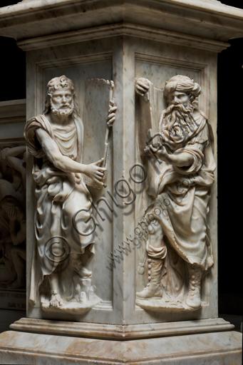 Genova, Genova, Duomo (Cattedrale di S. Lorenzo), Cappella di San Giovanni, baldacchino dell'altare: pilastro con figure di Profeti ( a destra Mosè), scultura in marmo di Guglielmo Della Porta, 1531-1537.