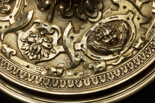 Genova, Museo del Tesoro della Cattedrale di San Lorenzo:  Calice della Società di Santa Maria in Vestibus Albis; bottega genovese, 1589; argento sbalzato, cesellato, dorato.Particolare.