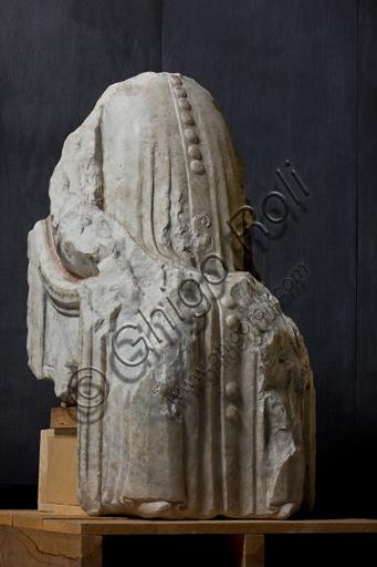 Genova, Museo di S. Agostino: statua di Leonardo Montaldo, decimo doge della Repubblica di Genova, di scultore genovese, 1384.