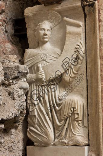 Genova, Museo Diocesano: monumento funerario del cardinale Luca Fieschi. È opera di della scuola di Giovanni di Balduccio da Pisa, 1336 circa.Particolare.