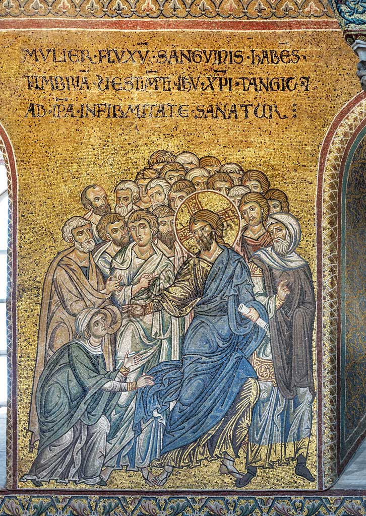"Monreale, Duomo: ""Jesus healing the woman suffering from hemorraage"", Byzantine mosaic, Episodes from the life of Christ, XII - XIII sec.Latin inscription:""MULIER FLUXUS SANGUINIS HABENS HMBRIA VESTIMENTA IESU CHRISTI TANGIT ET AB IPSA INFIRMITATE SANATUR"" ."