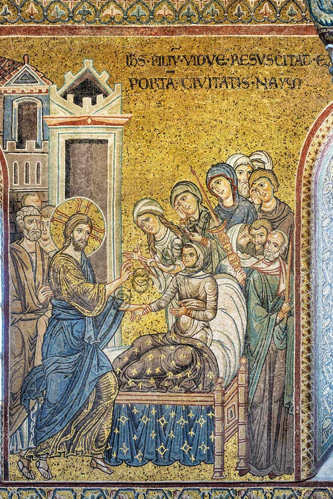 "Monreale, Duomo: ""Jesus brings back to life the widow's son"", Byzantine mosaic, Episodes from the life of Christ, XII - XIII centuries. Latin inscription:""IESUS FILIUM VIDUÆ RESUSCITAT EXTRA PORTAM CIVITATIS NAIM"" ."