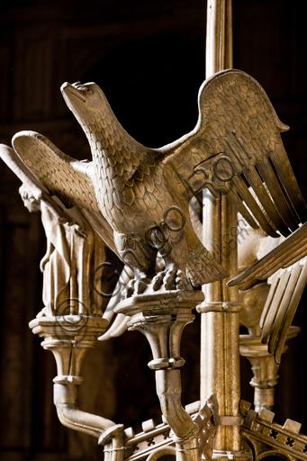 """Genova, Duomo (Cattedrale di S. Lorenzo), interno,  presbiterio: """"Candeliere con i simboli degli evangelisti - Particolare di S. Giovanni"""", di manifattura di Dinant, metà del XV secolo."""