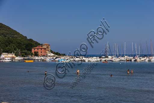 The Baratti Gulf: view of the small port and bathers in Summer.