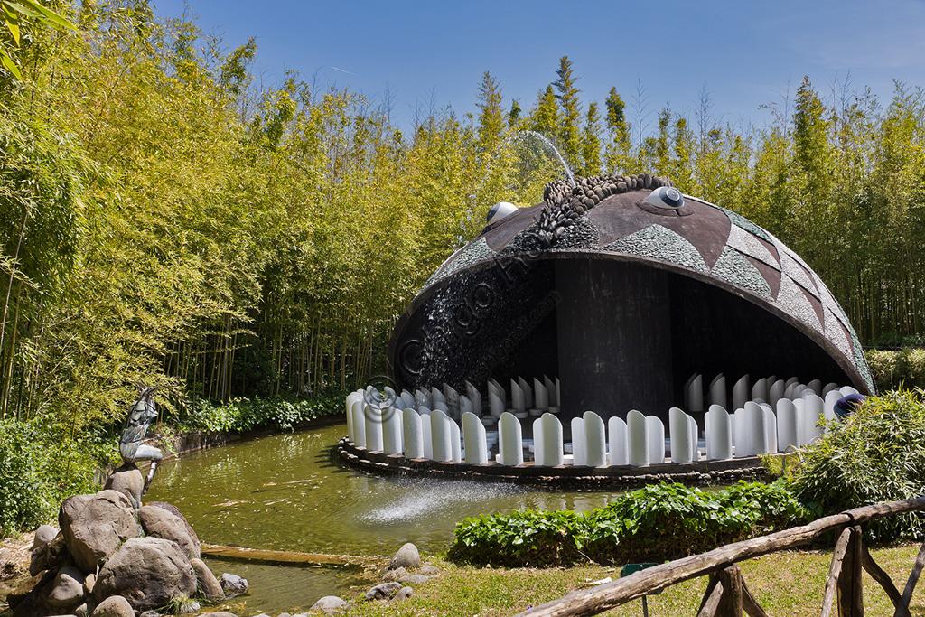 """Parco di Pinocchio, il Paese dei Balocchi:  """"Il grande Pescecane"""", opera di Marco Zanuso."""