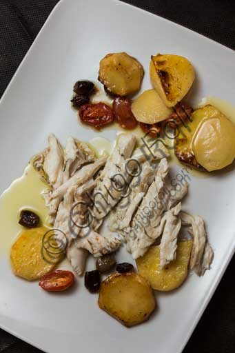 "Venice, ""Al Graspo de Ua"" Restaurant: baked sea bass served with potatoes, tomatoes and olives."