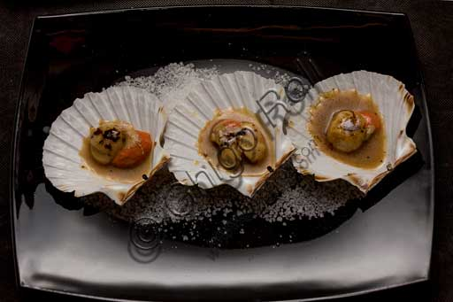 "Venice, ""Al Graspo de Ua"" Restaurant: Besançon scallops flavored with liquorice and cognac."