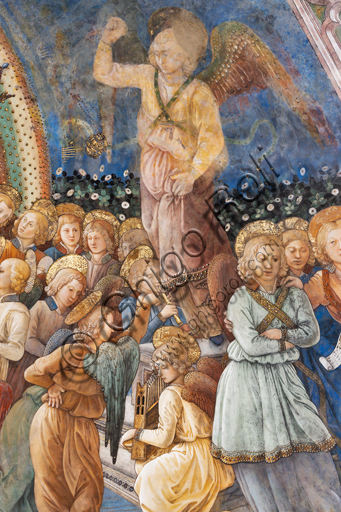 """Spoleto, the Duomo (Cathedral of S. Maria Assunta), presbytery, apse bowl-shaped vault: """"Coronation of Mary"""", fresco by Filippo Lippi, helped by Fra' Diamante and Pier Matteo d'Amelia, 1468-9. Detail with angels."""