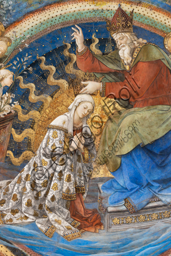"""Spoleto, the Duomo (Cathedral of S. Maria Assunta), presbytery, apse bowl-shaped vault: """"Coronation of Mary"""", fresco by Filippo Lippi, helped by Fra' Diamante and Pier Matteo d'Amelia, 1468-9. Detail with the Virgin Mary and God."""