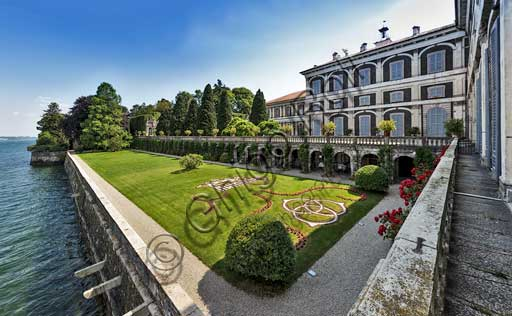 Isola Bella: the Borromeo Palace and its park with the Italian garden.