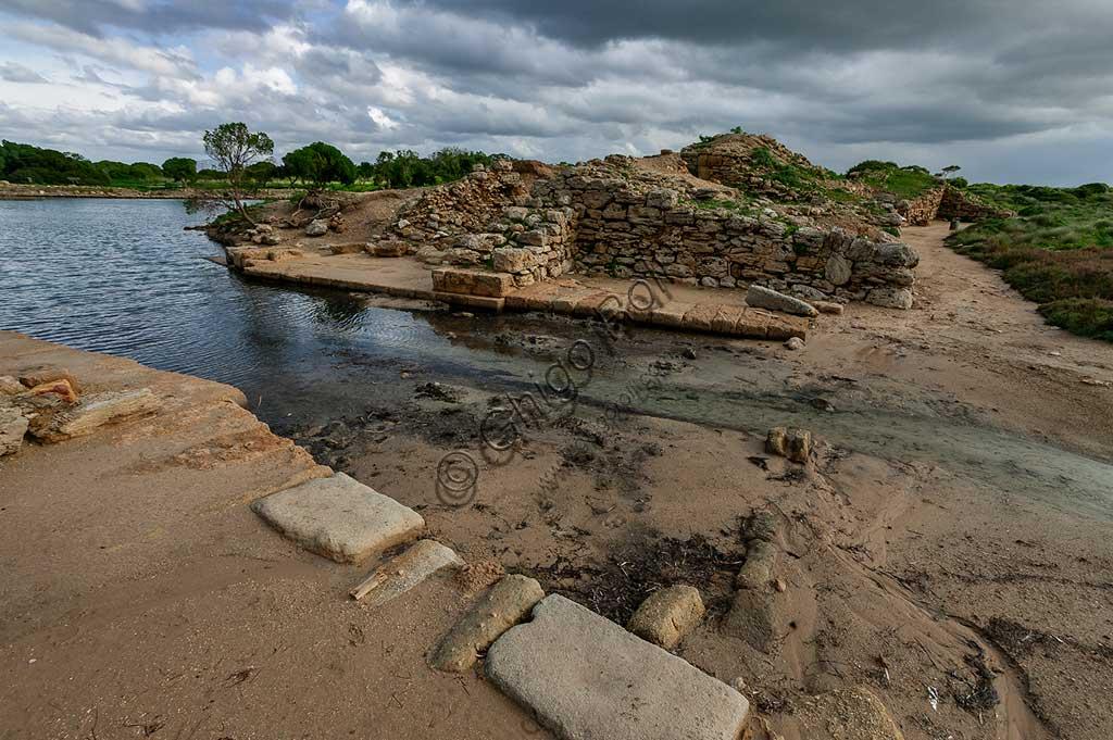Island of San Pantaleo, Motya: view of the Phoenician Kothon, probable sacred pool or small harbour.