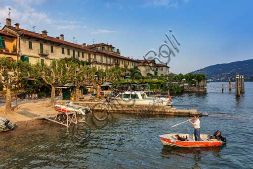 Isola Pescatori: view of the village and the  Easternlakefront.