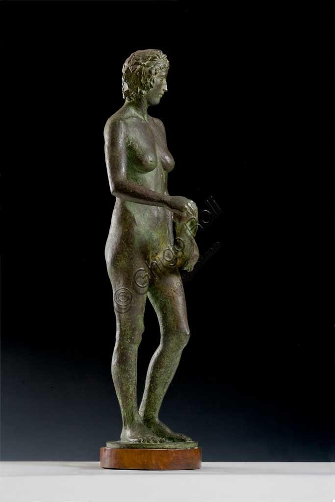 """Collezione Assicoop - Unipol: Dante Zamboni, """"L'acquoiola"""". Bronzo, h cm 68."""