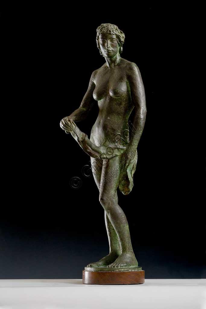 """Collezione Assicoop - Unipol: Giuseppe Graziosi (1879 - 1942), """"L'acquoiola"""". Bronzo, h cm 68."""