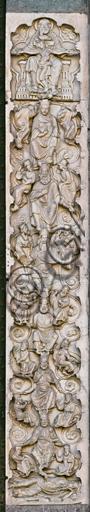 """Genova, Duomo (Cattedrale di S. Lorenzo), lato ovest, la facciata, il portale maggiore, stipite di destra: """"L'albero di Jesse"""", di Maestro dell'Arca del Battista, 1225."""