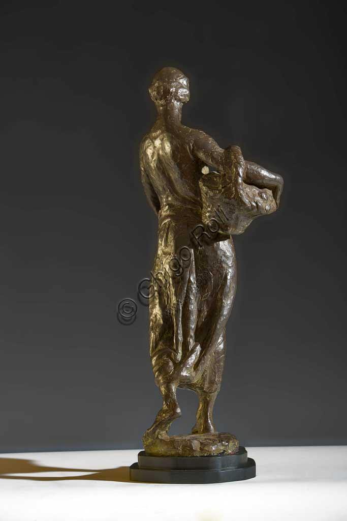 """Collezione Assicoop - Unipol: Giuseppe Graziosi (1879-1942), """"L'erbivendola"""". Bronzo, h cm 63."""