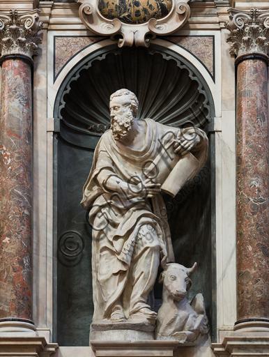 """Genova, Duomo (Cattedrale di S. Lorenzo), interno, presbiterio, parete sud: """"S. Luca"""", 1551-3, statua di Giovanni Giacomo Della Porta."""