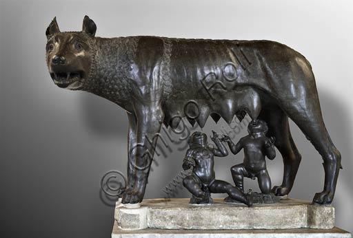 """Roma, Musei Capitolin: la """"Lupa Capitolina"""", scultura in bronzo del IV sec. a.C."""