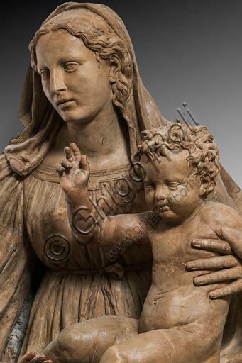 """Modena, Museo Civico d'Arte: """"Madonna col Bambino e San Giovannino"""" detta """"Madonna di Piazza"""", di Antonio Begarelli (1499-1565). Particolare."""