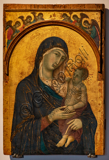 """Perugia, National Gallery of Umbria: """"Madonna of the Dominicans"""" with Child and six angels, by Duccio da Boninsegna, 1304 -1310, tempera on panel."""