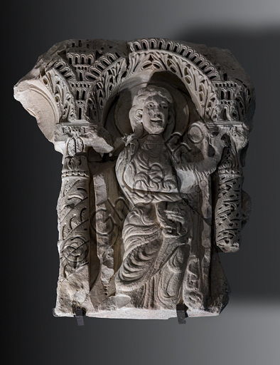 """Master from Lucca: """"Magi King"""", beginning XIII century, marble."""