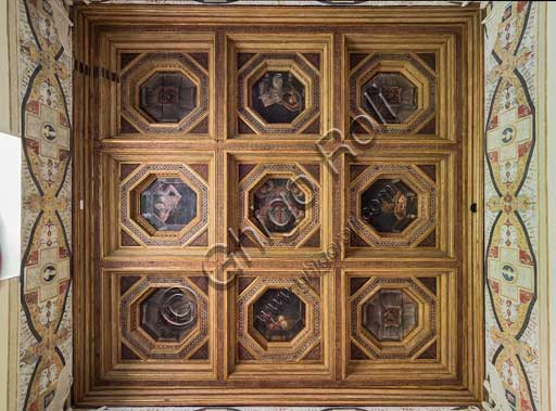 Mantua, Palazzo Te (Gonzaga's Summer residence), Camera delle Vittorie (Chamber of the Victories): the coffered ceiling with paintings by Agostino da Mozzanica (1528).