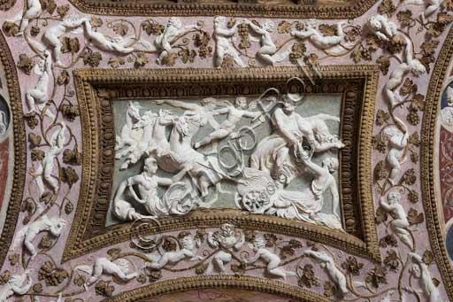 Mantova, Palazzo Te (residenza estiva dei Gonzaga), Camera delle Aquile o Camera di Fetonte (camera privata di Federico Gonzaga): bassorilievo in stucco attribuito a Francesco Primaticcio, raffigurante Nettuno che Anfitrite.