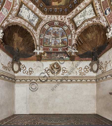 Mantua, Palazzo Te (Gonzaga's Summer residence): Camera delle Aquile (the Chamber of the Eagles) or Phaeton's Chamber (Federico Gonzaga's private room): view of the  Easternwall.