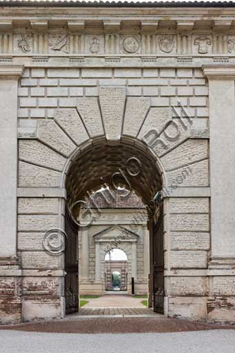 Mantua, Palazzo Te (Gonzaga's Summer residence), Easternfaçade : view of the he main entrance portal.