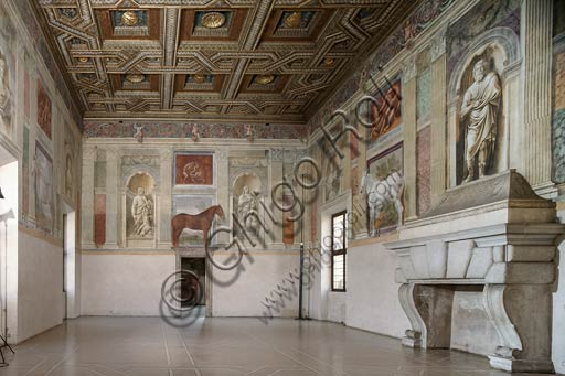 Mantua, Palazzo Te (Gonzaga's summer residence), Sala dei Cavalli (Hall of the Horses): view of the room, with frescoes by Rinaldo Mantovano and Benedetto Pagni (1525 - 1527).