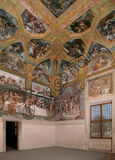 Mantua, Palazzo Te (Gonzaga's summer residence), Sala di Amore e Psiche (Chamber of Cupid and Psyche): view of the room, with frescoes by Giulio Romano and his assistants (1526 - 1528). Giulio Romano got his inspiration from Apuleius' Metamorphoses.