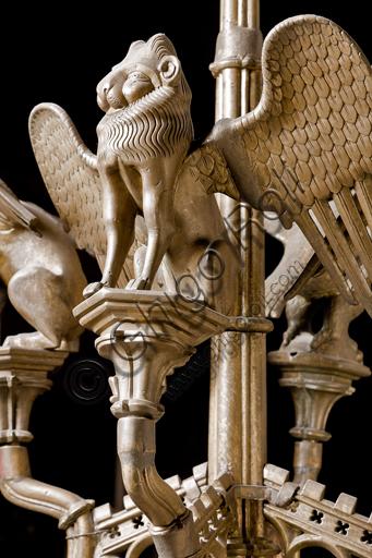 """Genova, Duomo (Cattedrale di S. Lorenzo), interno,  presbiterio: """"Candeliere con i simboli degli evangelisti - Particolare di S. Marco"""", di manifattura di Dinant, metà del XV secolo."""