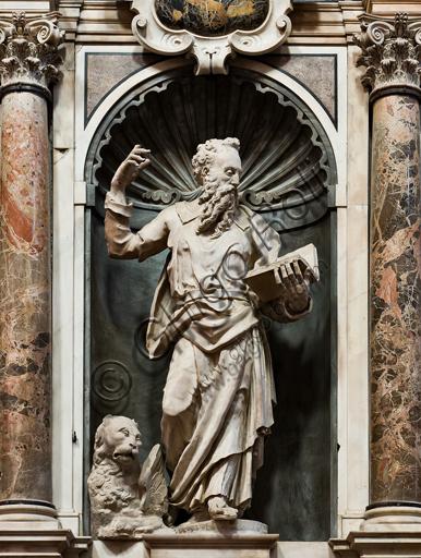 """Genova, Duomo (Cattedrale di S. Lorenzo), interno, presbiterio, parete sud: """"S. Marco"""", 1551-3, statua di Giovanni Giacomo Della Porta."""