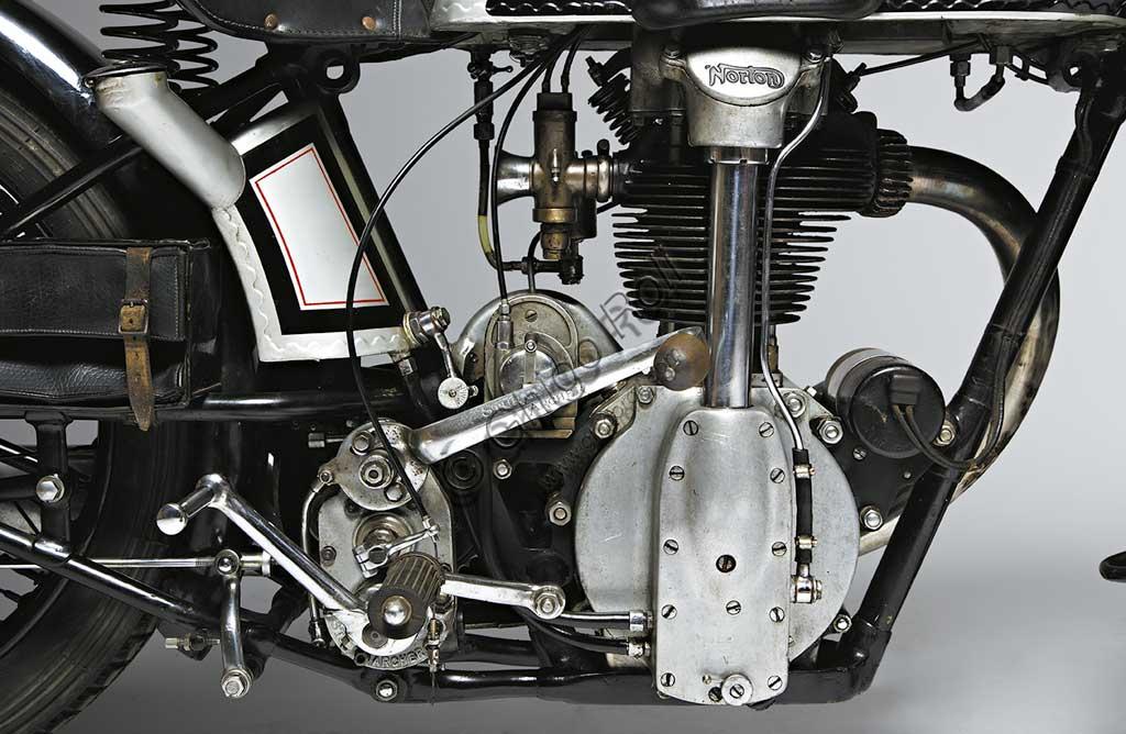 Ancient Motorbike Norton 500 CS1 - Camshaft One. Engine.