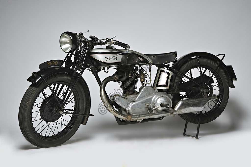 Ancient Motorbike Norton 500 CS1 - Camshaft One