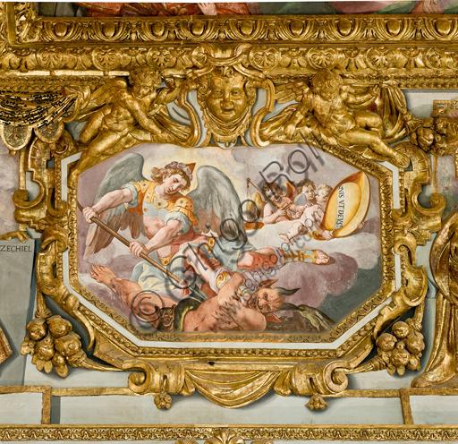 """Genova, Duomo (Cattedrale di S. Lorenzo), interno, volta: """"S. Michele arcangelo"""" (1622-24), affresco di Lazzaro Tavarone."""