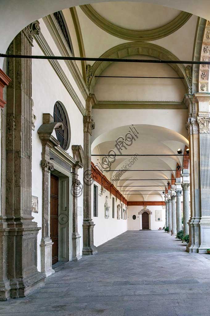 MIlano, Basilica di S. Ambrogio: il portico della canonica.