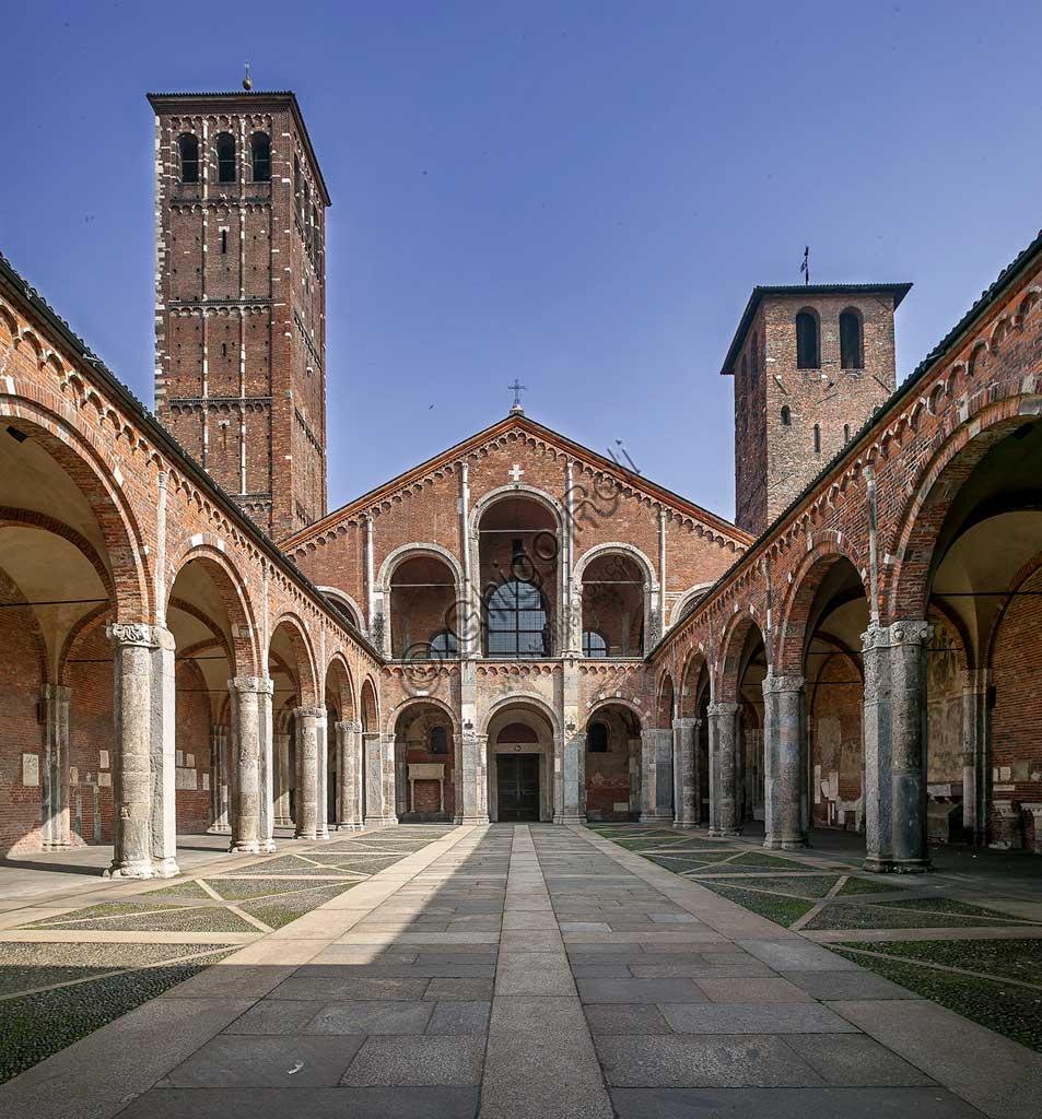 MIlano, Basilica di S. Ambrogio: l'atrio, il portico e la facciata.