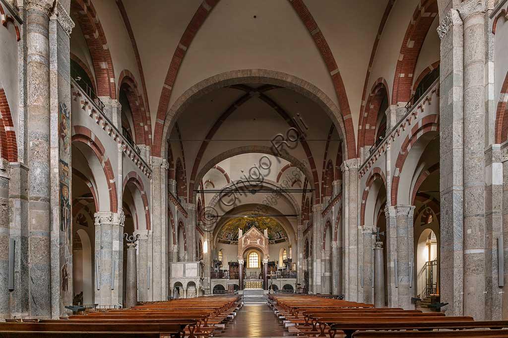 MIlano, Basilica di S. Ambrogio: veduta della navata centrale.