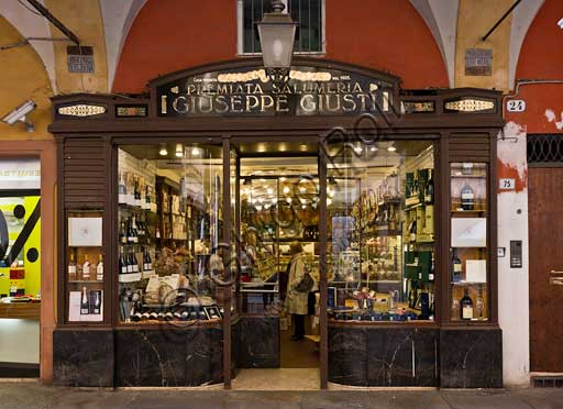 """Modena: Historical shop """"Salumeria Giusti"""" (Delicatessen), in Farini street."""