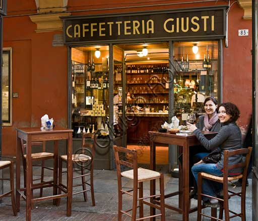 "Modena, ""Caffetteria Giusti"" (coffee house/bar) in Farini street: friends at a bar table."