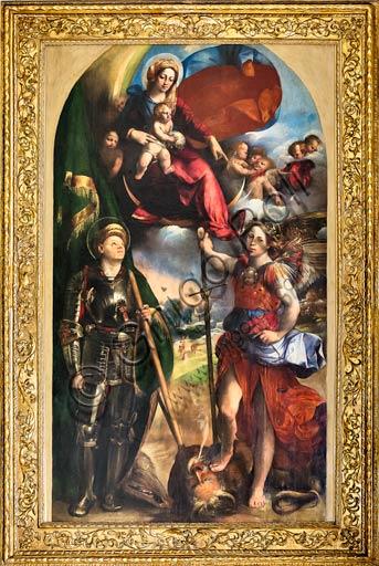 """Modena, Galleria Estense: """"Madonna con Bambino tra i Santi Giorgio e Michele Arcangelo"""",  di Giovanni Luteri, conosciuto come Dosso Dossi . Olio su tavola (circa 1518)."""