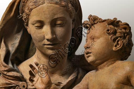 Modena, Galleria Estense: Madonna col Bambino, di Antonio Begarelli  (1499-1565). Particolare.